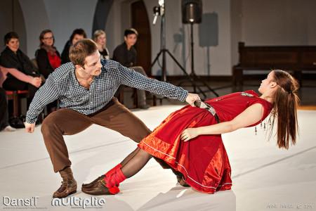 Bevæget og udfordret af samisk dansekunst