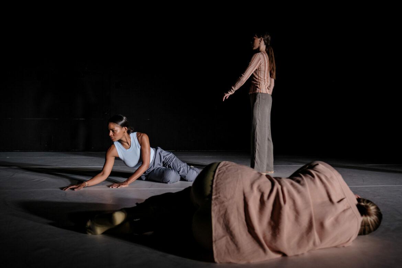 Choreography // Marie Topp Sounddesign/ / Julia Giertz  Light Design //  Mårten K Axelsson Photo // Raphael Frisenvænge Solholm